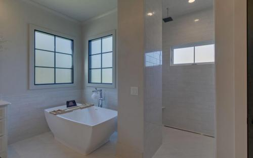 CUSTOM HOME BUILD-print-030-028-Master Bath-3200x2000-300dpi