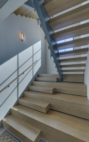 CUSTOM HOME BUILD-print-038-022-Terrace Level Staircase-2000x3200-300dpi