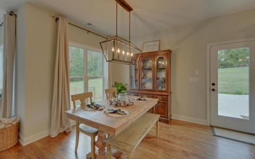 FARMHOUSE-large-013-007-Dining-1500x938-72dpi