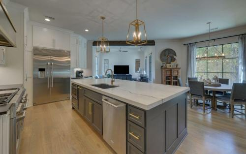 CUSTOM HOME BUILD-print-018-013-Kitchen-3200x2000-300dpi