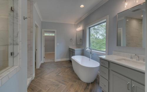 Jefferson Custom Master Bathroom (Custom Home Builder Gainesville Georgia) (1)
