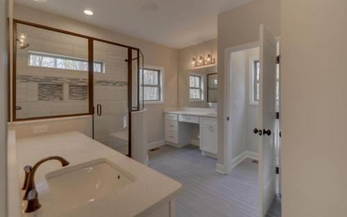 Modern Custom Farmhouse Master Bathroom (Gainesville Georgia New Home Builder) (1)